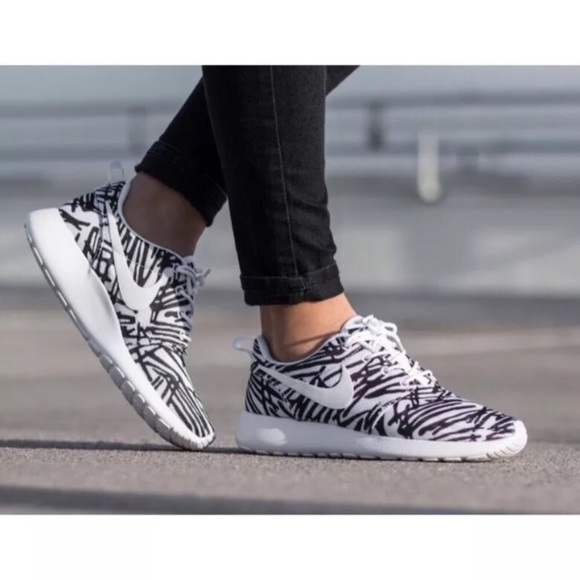 the latest 0ac62 d3a5c Women s Nike Roshe One Print Sneakers